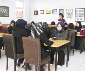 Kız Anadolu İmam Hatip Lisesinden Mehmetçiğimize destek