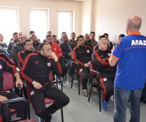 Sivasspor kulüp çalışanları deprem konusunda bilgilendirildi