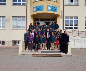 Türkeş anısına 100 çocuğa giysi yardımı.