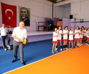 Basketbolun onur ödülü Başkan Ergün'e