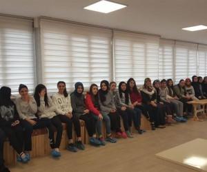 """Vaiz Emine Sağlam'dan öğrencilere """"Kur'ân'ı Anlamak"""