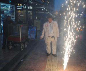 Çarşı esnafı Yaşar Usta'nın gönlünü almak için seferber oldu