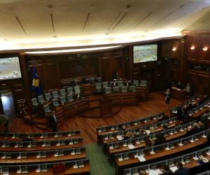 Yeniden ertelenen Kosova meclis oturumunda gergin anlar