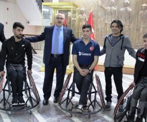 Aydın Valiliği engelli sporcuların tekerlekli sandalye ihtiyacını giderdi