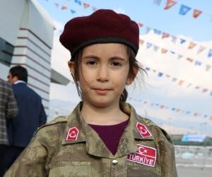 (Özel) Cumhurbaşkanı 6 yaşındaki bordo bereli kızı teselli etti