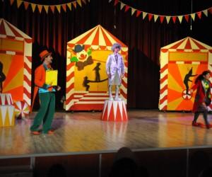 """Akşehir'de, """"Benim Güzel Pabuçlarım"""" oyunu sahnelendi"""