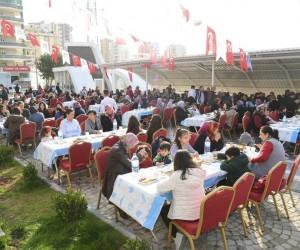 ASKİ Spor Salonu bahçesinde kahvaltı etkinliği