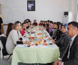 En temiz sınıfın öğrencilerine emniyetten kahvaltı ödülü