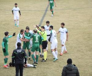 Şuhut Belediye Hisarspor-Yatağanspor futbol müsabakasında gerginlik yaşandı
