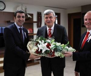 Başkan Karaosmanoğlu, Vergi Haftası sebebiyle gelen ziyaretçileri makamında ağırladı