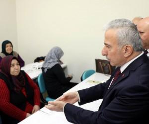 Seferberlik kapsamında okuma yazma öğrenen 8 kadına belgeleri verildi