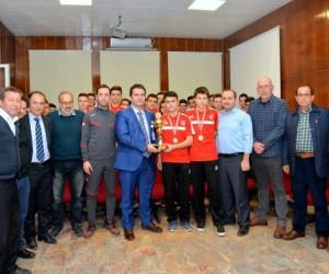 Eskişehir İl Sağlık Müdürü Bilge, Sağlıkspor'un şampiyon gençleriyle buluştu