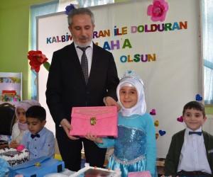 Minik öğrenciler Kur'an-ı Kerim öğreniyorlar