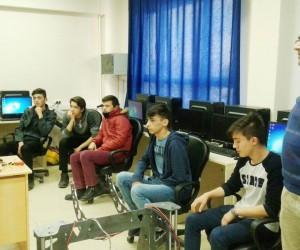 Uşak Sultan Halil Yiğit Mesleki Teknik Anadolu Lisesi'nde robot kursu açıldı