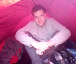 Yağıştan dolayı Nemrut Dağı'na çıkamayan turist otogara çadır kurdu