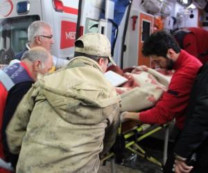 Kazaya giden askeri araca tır çaptı: 6 yaralı