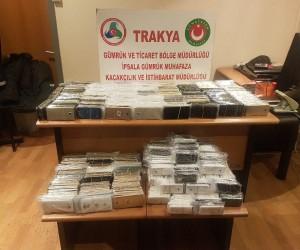İpsala Gümrük Kapısı'nda bin 30 adet cep telefonu ele geçirildi
