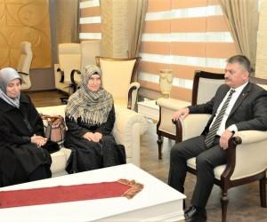 Şehit Kaymakam Safitürk'ün ablaları Vali Yazıcı'yı ziyaret etti