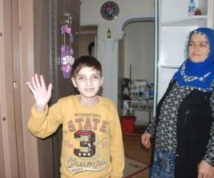Dünyada ilk defa tanısı konulan hastalığı ile yaşam mücadelesi veriyor