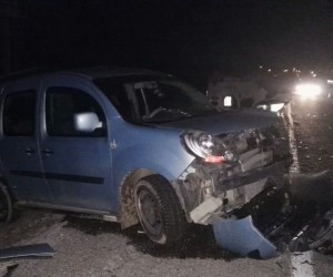 Niğde'de iki otomobil kafa kafaya çarpıştı: 4 yaralı