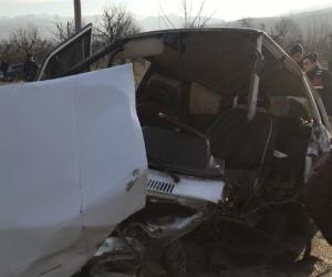 Köy yolunda feci kaza kafa kafaya çarpıştı