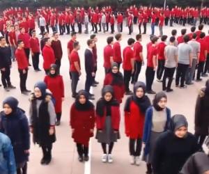 Öğrencilerden Afrin koreografisi
