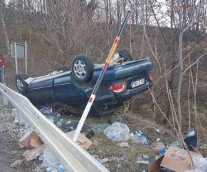 Araba takla attı 4 kişi yaralandı