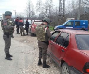 Huzur uygulamasında 4 kişi yakalandı