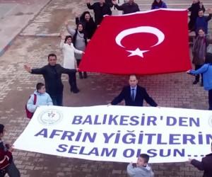 250 öğrenciden Mehmetçiğe destek gösterisi