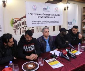 E.Yeni Malatyasporlu Aytaç Kara ve Issiar Dia gençlerle buluştu