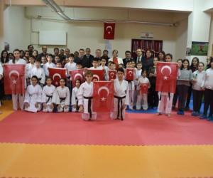 TOKİ İlkokulu ve Ortaokulu'nda spor salonu açıldı