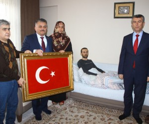 Vali Yazıcı Afrin gazisini ziyaret etti