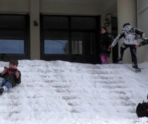 Ardahan'da öğrencilerin kar sevinci
