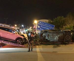 Araçların hurdaya döndüğü kazada sürücülerin burnu bile kanamadı