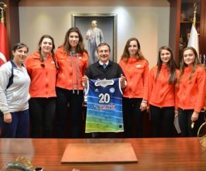 Başarılı voleybolculardan Ataç'a ziyaret