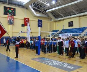 Okul Sporları Voleybol Grup müsabakaları açılış seremonisi ile başladı