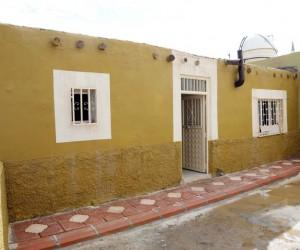 Evi yanan kadına Bakan Sayan'dan destek