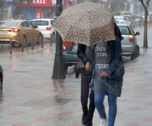 5 dakikalık yağış, zor anlar yaşattı