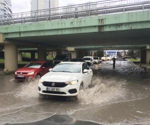 Ataköy'de alt geçidi su bastı