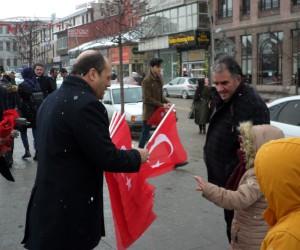 MHP Erzurum İl Başkanlığı'ndan bayrak dağıtımı