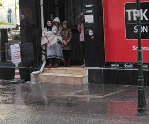 Eskişehir de yağmur hayatı olumsuz etkiledi