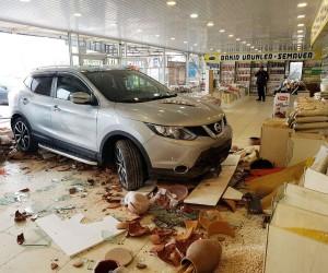 Park etmek isterken dükkana daldı