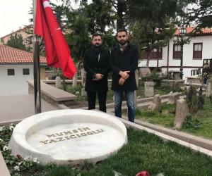 AK Parti Odunpazarı Gençlik Kolları başkanlarından merhum Yazıcıoğlu'nun kabrini ziyaret