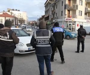 Beyşehir'de kemer takmayan ve cep telefonuyla konuşan sürücülere ceza