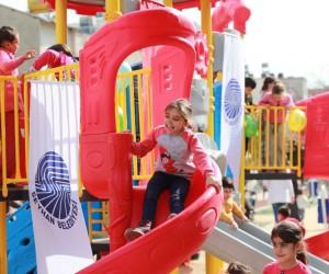 Seyhan Belediyesi'nden Bahçelievler'e çocuk parkı