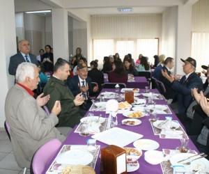 Şehit ve gazi yakınları düzenlenen kahvaltı programı devam ediyor.