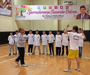 Badmintoncular Final Yolunda Viraj Alacak