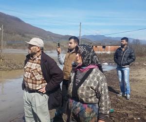 Bartın Kirazlı Barajında yükselen su nedeniyle mahsur kalan köpekleri AFAD kurtardı