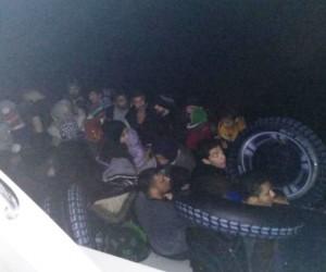 Lastik botla Yunanistan'a geçmeye çalışan 43 göçmen yakalandı