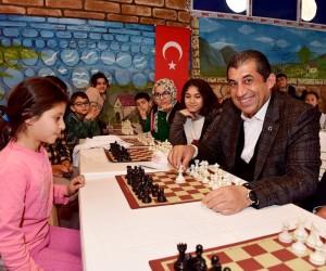 Başkan Atilla'dan satranç kursuna ziyaret